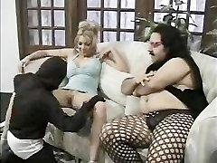 Midget Pummels A Female For Ron Jeremy