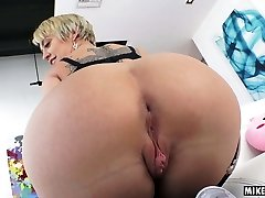Dee Williams's mature asshole penetrated hard