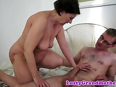 Chubby milf creampied by stiff cock