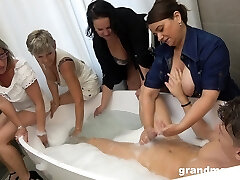Taking a bath fellow is treated with random solid Suck Off by mature sluts