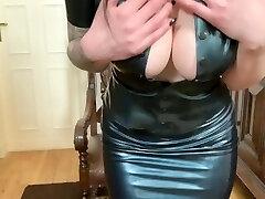 Pussysprengung mit Bad Dragon Dildo & im neuen Spandex Outfit