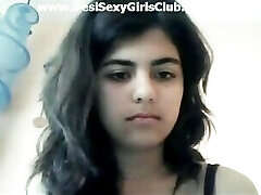 Desi Beautiful Girl Showing Boobs and Vulva In Webcam