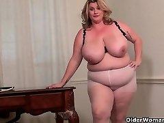 BBW milf Kimmie KaBoom demonstrates off her secretary skills