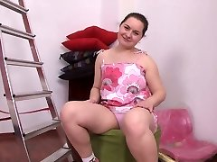 chubby brown-haired chick  masturbates her shaved pussy