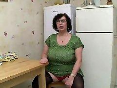 First-timer BBW BIG TITS GRANNY Peeing SEX