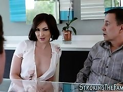 Sexy stepmilf face spunked