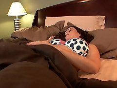 Big-titted college babes lick each other's holes in bed