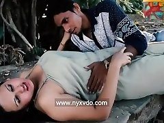 Aunty Ko Jungle Mei Choda