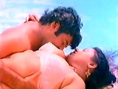 Large tit mallu aunty romance at pool