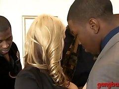 Big mammories blondie ho Sarah Vandella dped by big black spunk-pumps
