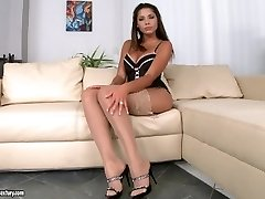 Great solo getting off in sexy lingerie
