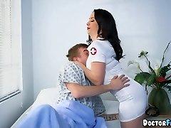 간호사를 두 팀 이 환자