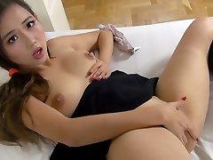 Asian schoolgirl fucks herself