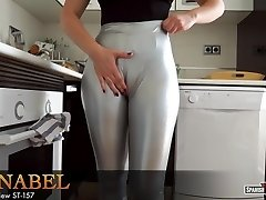 Gal with huge cameltoe loosens after cleaning