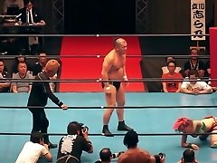 Steaming mixed wrestling