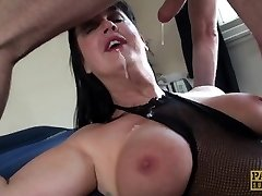 Carnivorous Cougar Jessie Jo fed with Pascal�s dude meat
