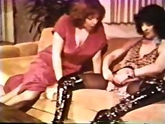 Girl-on-girl Peepshow Loops 612 70s and 80s - Sequence 2
