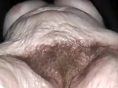 Nonna russa con tette cadenti e fica pelosa