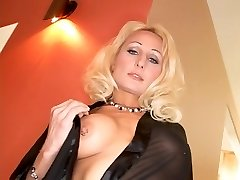 Super-naughty blonde takes a big one up her ass