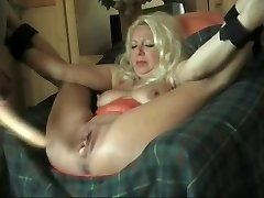 I fucked this Cougar with a sex fucktoy