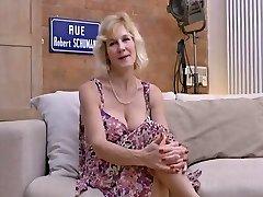 (50s) Mature does dialogue