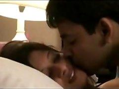 Desi Couples Leaked Video of Honeymoon Mms