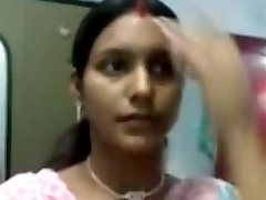 Sexy Notrth indian aunty bumpers