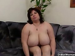Busty and mature BBW wanks with hitachi