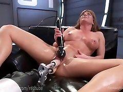 Ariel X�s Flawless Body And Screw Machines