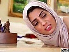 Dagfs - Arabic Chick Nadia Ali Tastes Milky Dinky