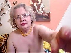 PAWG grandma model on web cam knows how to do her job 69084