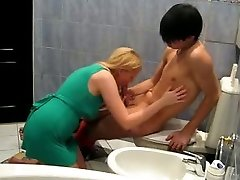 Slutty blond chick in green mini dress screws with her Asian BF in bath