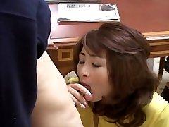 Sexy Japanese MILF gets screwed