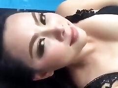 Thai superstar (Bume Panatda) Showcase her super-sexy body on a facebook live