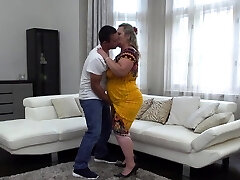 Plump housewife Summer doing her toyboy