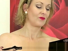 Betsy Blue Uses a Golden Vibrator on Her Mature Cooch