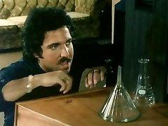 THE Platinum-blonde NEXT DOOR (1982)