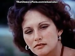 Linda Lovelace, Harry Reems, Dolly Sharp in classical orgy