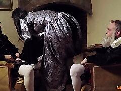 seksowna średniowieczna żona jasmine jae daje jej głowę i zostaje zerżnięta analnie