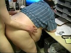 Linus Plumbs The Boss