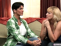 Milf privately seeing her dyke friend