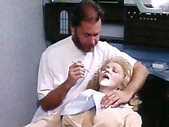 Дженнифер Уэллес и ее стоматолог