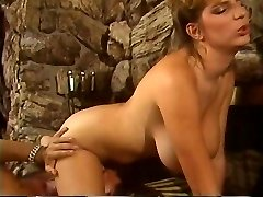 Retro Mindy Rae rails lads face with her constricted vagina then bonks