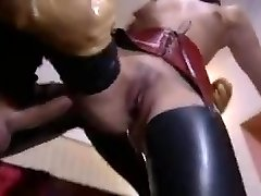 Super-sexy vanessa mae in latex and high high-heeled shoes