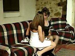 Gabriela (Marina) e Isabel - A girly-girl affair of a Portuguese maid.
