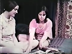 Lesbo Peepshow Loops 641 60's and 70's - Scene 8