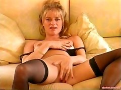 Dirty Talking MILF Mastubating Vintage Porn