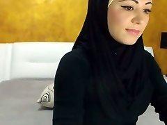 Stunning Arabic Beauty Cums on Camera
