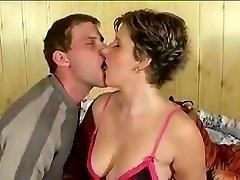 Great amateur cum kiss