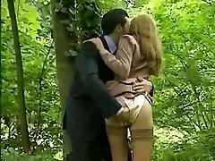 Ukázky scén z filmů o Laure Sainclair a horké kurva